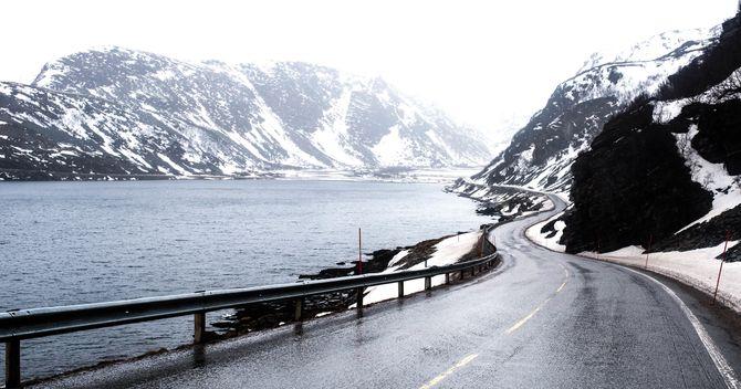 De mange kilometerne mellom Porsanger og Nordkapp kan være glatte, forblåste og stengt. 165 kilometer med utrykningskjøring her frister ingen.
