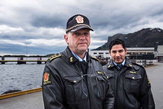 Åge Løseth er deltidslensmann i Askvoll. Jon Magnus Larsen kom til bygda i vår som lensmannsbetjent.