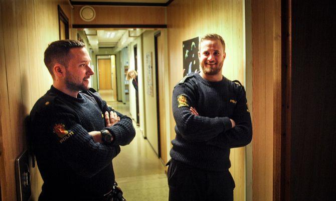 POLITISTYRKEN: Klare for å gjøre masse godt politiarbeid. Men det ble ikke som forventet. Fv. Simen Eriksen (25) og Andreas Rafoss Kvernland (25).