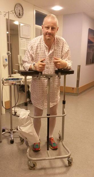 Kreftbehandlingen gjorde at triatlonutøveren måtte ha hjelp til å bevege seg.