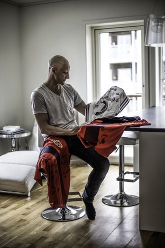 Som en del av innsamlingen har Stein Frode auksjonert bort signerte fotballtrøyer fra Rosenborg, herre- og kvinnelandslaget.