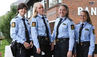Siv Monika Henningsen, Kristine Haraldseid, Ingvill Kjuul og Cathrine Winje jobber alle på Sola lensmannskontor for tiden.