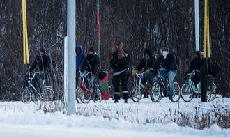 Nye asylsøkere kom over grensen ved Storskog i går.