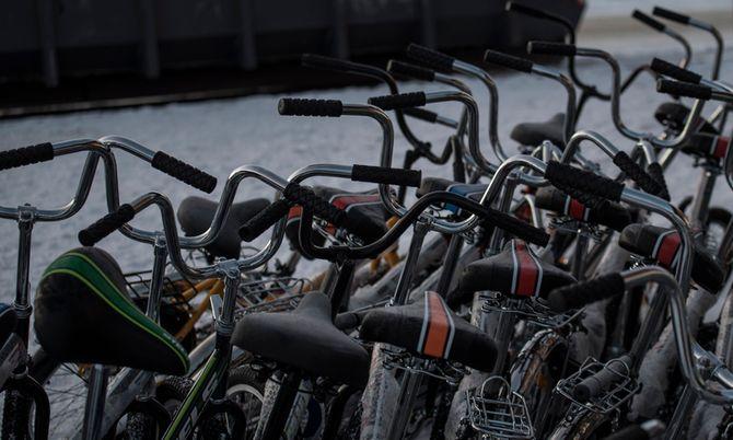 Asylsøkerne kommer med sykkel over grensa som følge av russiske lover.