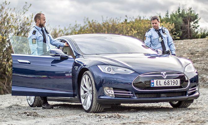 Politi-Tesla2.jpg