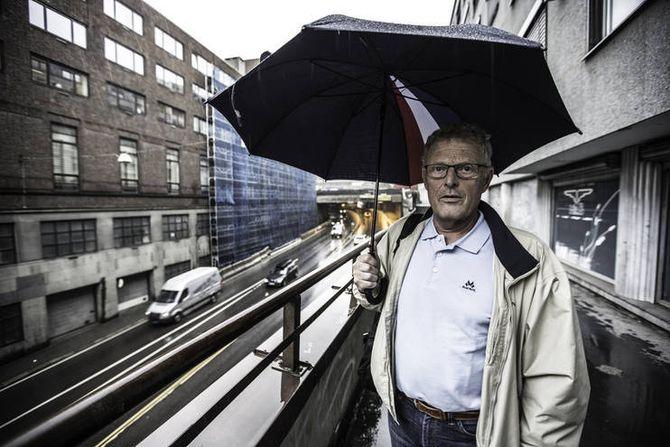 Knut Lauvrak ble sykmeldt og senere ufør etter at han reddet livet til en innsatt i en cellebrann.