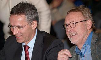 Daværende statsminister Jens Stoltenberg og Anders Folkestad tilbake i tiden.