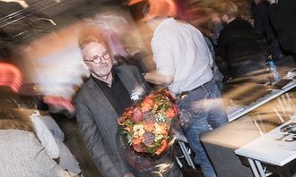 Anders Folkestad fikk blomster og en stor applaus da han ble takket av PFs landsmøte.