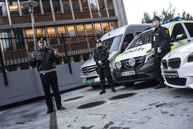 Odd Reidar Humlegård viste fram nye biler.