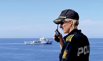 Får oversikt: Politifolkene på Siem Pilot visste oppdraget ville bli tøft, men hadde ingen anelse om dimensjonene av flyknningkrisen i Middelhavet. Her er styrkesjef Lisa Dunham.