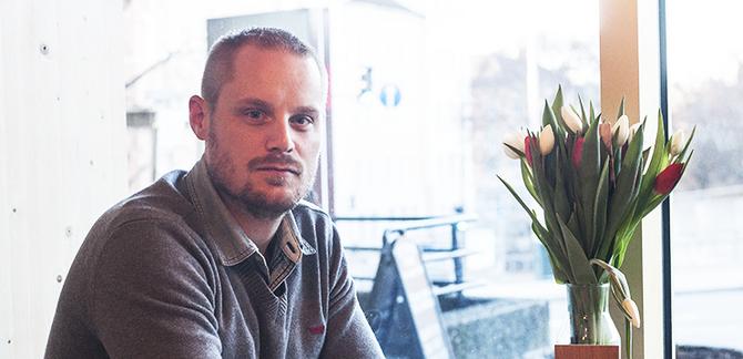 Hjemme igjen: Ole Kristian hjemme på en kafé på Tøyen i Oslo.