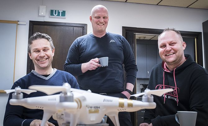 Håvar Bue, Gunnar Foseid og Vidar Aasvangen er politifolk og Dronegutta.