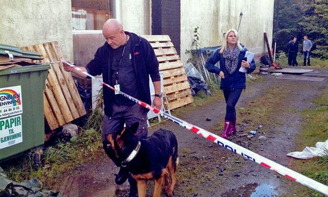 Kai Iversen og Rasko under et søk i Sigrid-saken.