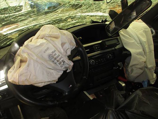 Innsiden av bilen Bjørn Jakobsen og kollegaen satt i da de kolliderte.