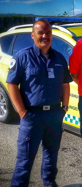 Geir Engely er trafikkulykkesgransker ved Oslo Universitetssykehus. Han ønsker mer kunnskap blant politifolk om sikkerhetstiltak i bil.