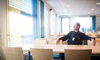 Erik har vært med på politiets utvikling de siste tiårene. Han er ærlig på at han savner enkelte ting, som for eksempel biljaktene.