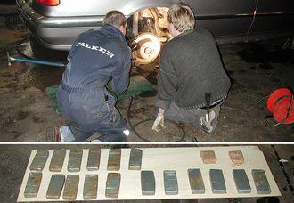 Erik (til venstre) og en kollega leter etter narkotika i en bil. Av og til har det blitt store funn.