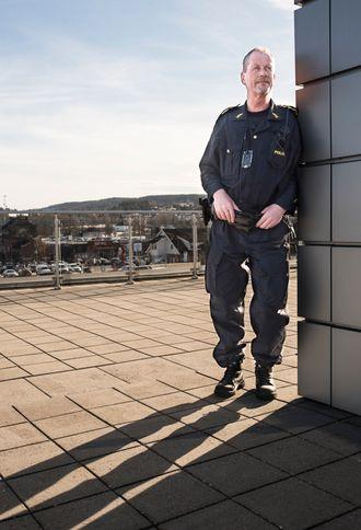 – Jeg ville ikke vært foruten, sier Erik Gautefall, om konsekvenser han har opplevd etter å ha sagt ifra om ting han mener er galt. Det er bedre å stå med rak rygg enn å spille skuespill, mener den ærlige politimannen.