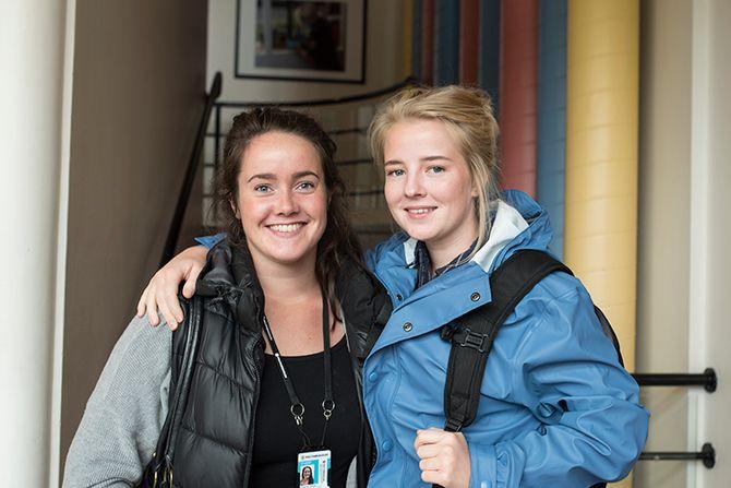 Mariell Solberg (25) og Ane Tømmervik (22) har begynt på Politihøgskolen i Bodø denne uka.