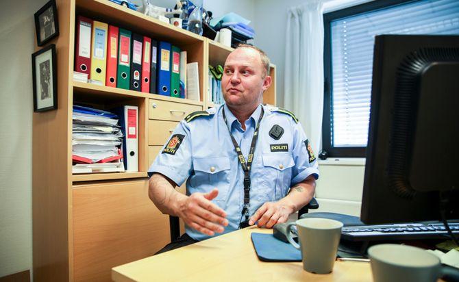 Vidar Aasvangen forteller om hva lensmannskontoret kan få til. Han er ikke enig i at kontoret er tømt for politikraft.
