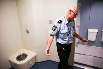 Helge Busch Iversen forteller at de har hatt personer på cellene som har sluttet å puste før. Torkjell