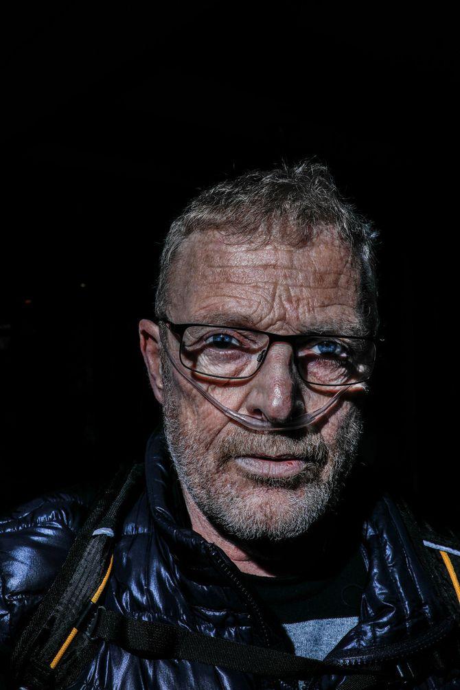 I kampen for det han mener er rettferdighet, trekker Knut Lauvrak pusten og anmelder Agder politidistrikt til Spesialenheten – ved hjelp av ekstra oksygentilførsel til lungene.