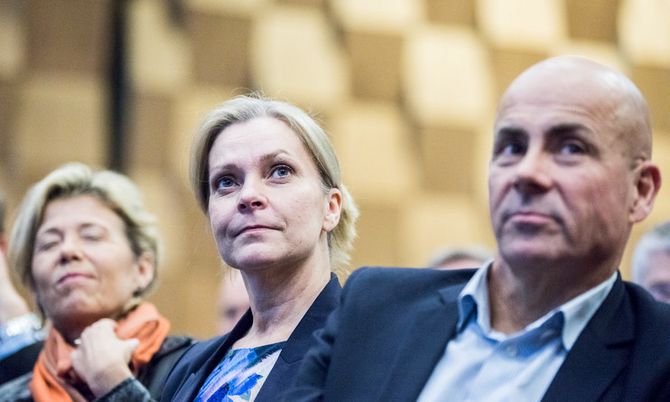 Lena Nitz og Claus Oxfeldt leder de Polisförbundet i Sverige og Politiforbundet i Danmark. De advarte i dag mot konsekvensene av en reform uten at de ansatte høres.