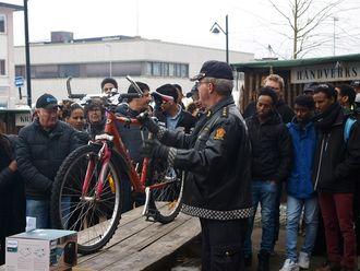 Her auksjoneres bort en sykkel fra hittegodslageret til politiet.