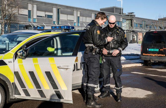 Magne og Kristian på Jessheim lensmannskontor, er to av betjentene som har fått eller snart skal ha opplæring i politiarbeid på stedet.