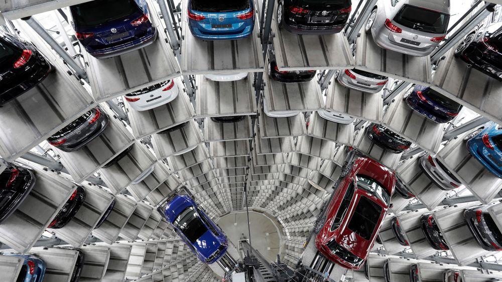 Lagringssilo for nye biler ved Volkswagens fabrikk i Wolfsburg.