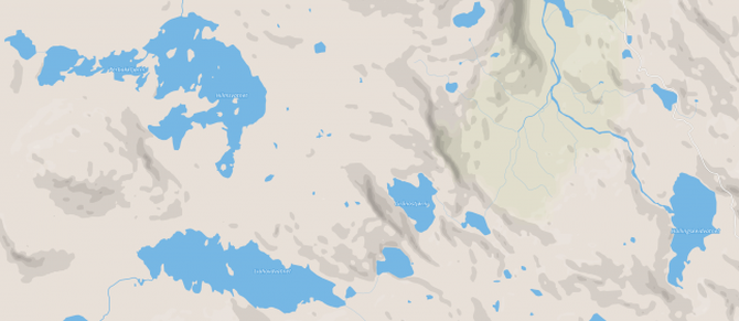 OMRÅDET: Hilmsvatnet er det store vatnet oppe til venstre (nordvest) på kartet, Perbakktjørnin er dei fire småtjørnane som ligg på rekkje og rad vidare vestover. Ein startar å gå ved Hallingskeidvatnet, som ligg heilt til høgre (aust) på kartet. Kart: Mapbox