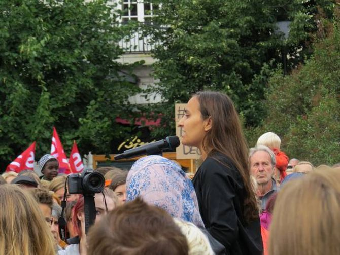 APPELL: Styremedlem i Kvinnefronten Seher Aydar var konferansier under demonstrasjonen i Oslo.
