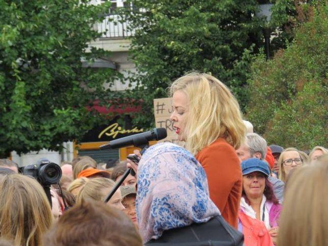 OPPGJER: Tina Skotnes frå Kvinnefronten tok eit oppgjer med samfunnet sine haldningar om kvinner og seksualitet under demonstrasjonen.