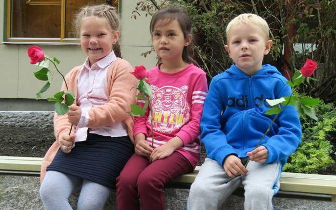 FLÅM SKULE: Maja, Hrafn og Martine.