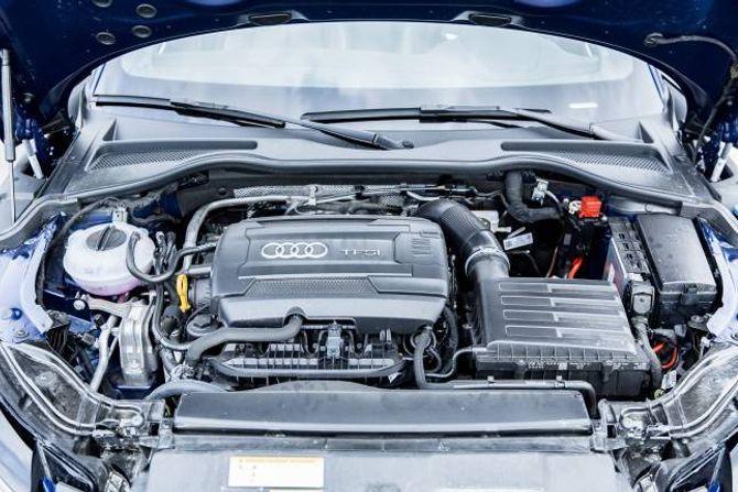 BILLIGASTE: Vel ein den same motoren, men med manuelt gir, blir den vel 20.000 rimelegare.