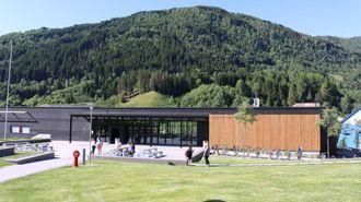 VEKSTMOTOR: Fosshaugane Campus, her representert ved Høgskulen, er ein viktig forklaring på veksten til Sogndal.