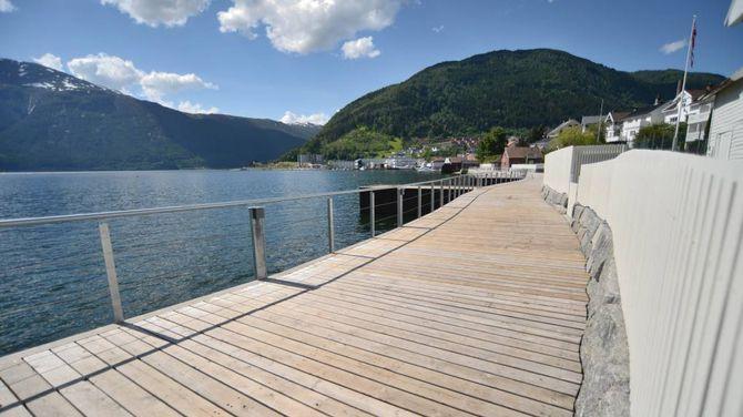 FJORDTILGANG: Fjordstien går over fleire titals eigedomar og sikrar allmenn tilgang til fjorden for innbyggjarane. Ikkje alle har vore like nøgde med å gje frå seg strandsona si.