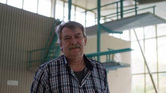 UVEDKOMANDE: Arne Hovland tykkjer det er riktig av kommunen å plassere hjartestartaren i badevaktluka, slik at den ikkje er tilgjengeleg for uvedkomande. Arkiv