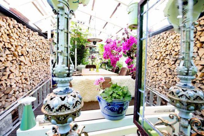 LUNT: På verandaen utgjer sjølv vinterveden eit dekorativt element.