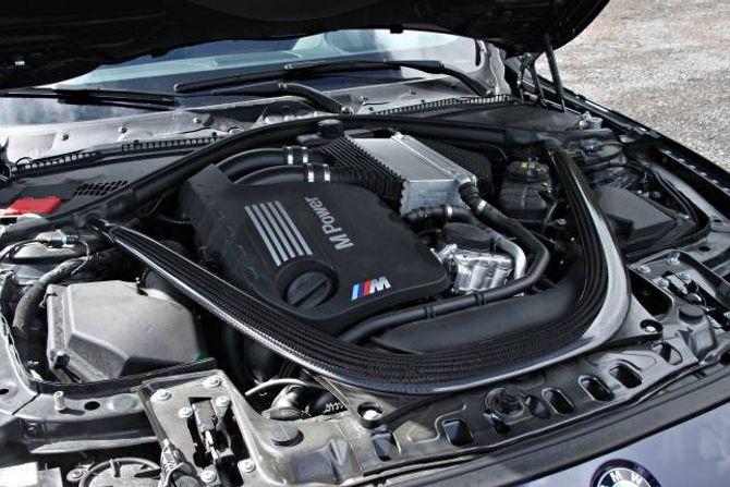 OPPSTIVAR: Ei karbonramme passar på at bilen held på stivheita når påkjenningane er brutale.