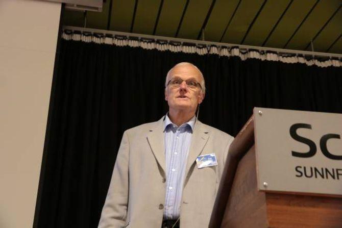 INFORMERTE: Senioringeniør i Statens vegvesen, Kjell Kvåle, ville ikkje gi eit einaste hint om kva KVU kom til å seie om vegvalet.