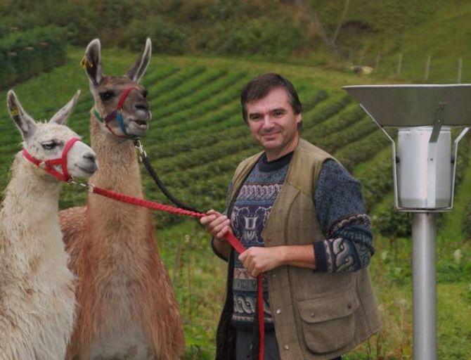 LAMABONDE: Simon James Page er vêrobservatør i Skjolden. Han er opphavleg frå England og kom til Noreg som bærplukkar.
