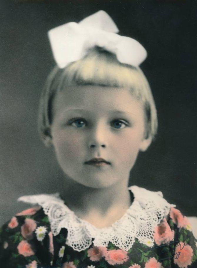 LITA PRINSESSE: Dette biletet viser Aagot Noss som 3-åring i 1927. Ho fekk ein dramtisk start på livet, og voks opp nesten som einebarn hos besteforeldra. Heilt frå ho var lita hadde ho ein sterk vilje.