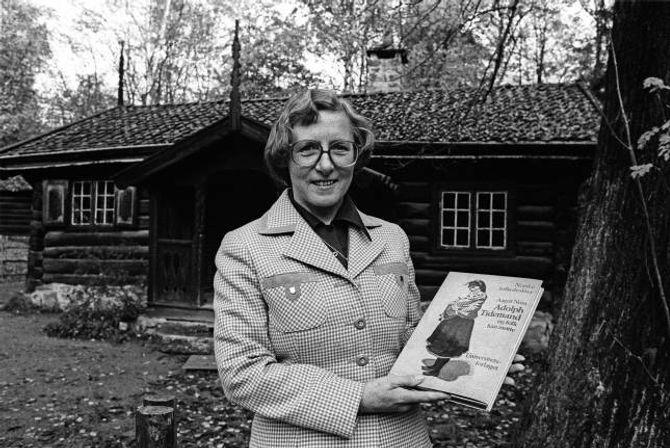 STOR FORMIDLAR: Aagot Noss var ein stor formidlar og skreiv sjølv mange bøker. Boka om Adolph Tidemand og folk han møtte blir trekt fram som eit storverk.