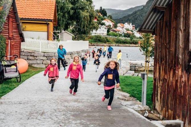 MORO: Borna deltok også under festivalen Fjell og fjordmoro.