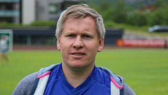 TRIST UTVIKLING: Lokalfotballkjennar, Espen Bråthen, liker ikkje at kynismen verkar å bre om seg i avdelinga.
