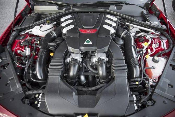 GROM: V6-motoren er skrudd saman med eksperthjelp frå Ferrari, og det er ein utruleg artig bil, til ein temmeleg dryg sum.