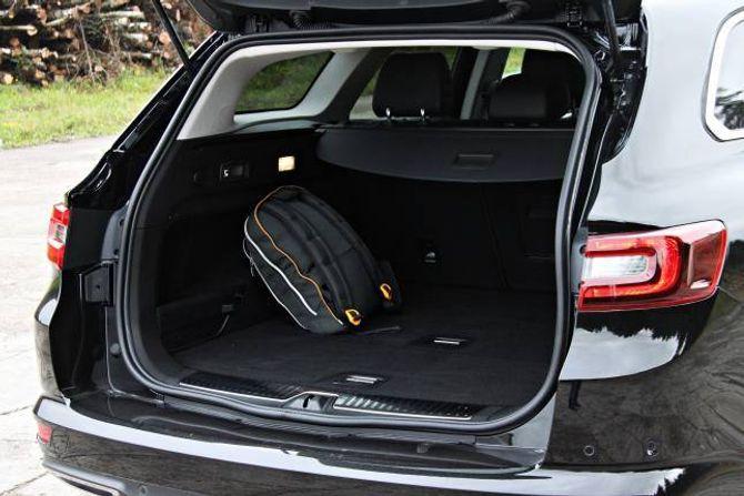 PLASS: Bagasjerommet tar 572 liter. Det er meir enn Mazda 6 og Ford Mondeo, men mindre enn Volkswagen Passat.