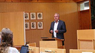 BARNEVERN: Ordførar Jan Geir Solheim skulle gjerne ha fått til samarbeid med Årdal på barnevern, men tykkjer ikkje klimaet generelt er kjøleg med naboen i nord.