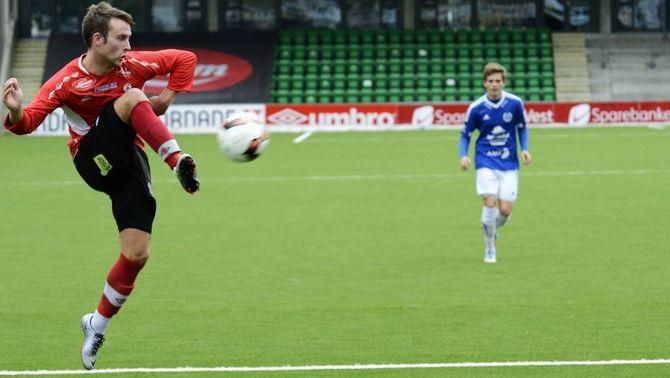 FIN STIL: På sitt beste spelar Fjøra teknisk og flott fotball, med mykje pasningar i laget. Trenar Hatle har ingen planar om å leggje om stilen, sjølv om mykje står på spel i siste serierunde.